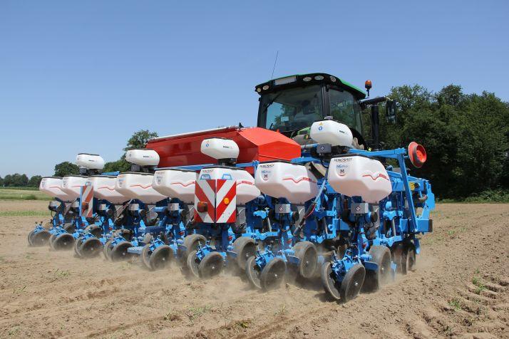 Monosem présentera à l'Agritechnica un semoir 8 rangs doté d'éléments semeurs Monoshox NG Plus ME. © Monosem