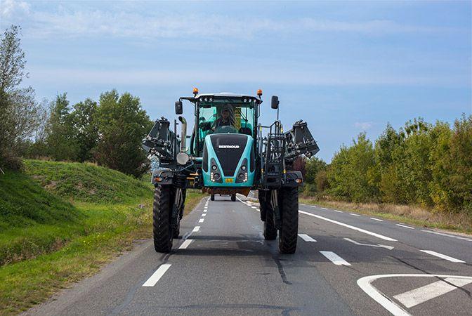 Berthoud élargit sa gamme de pulvérisateurs automoteurs pour la grande culture à l'export en dévoilant une nouvelle silhouette : le Bruin.