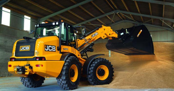 Après avoir introduit deux nouveaux modèles sur sa gamme AgriPro, JCB lance un télescopique articulé.