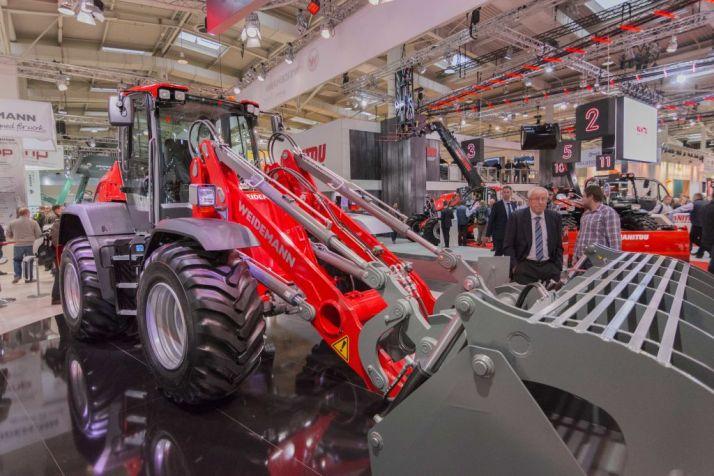 Lors du Salon Agritechnica 2017, la 9080 a été présentée.