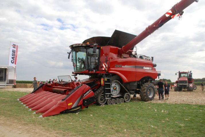 L'Axial 9240 est disponible avec des chenilles de 610mm pour avoir un gabarit routier inférieur à 3,5 mètres.