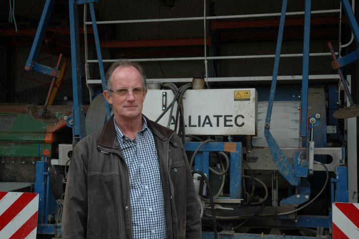 Jean Knibbe est connu mondialement pour sa récolteuse d'oignons porte-graines. © A. Lambert/Pixel Image