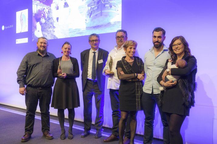 """De gauche à droite : Boris Pougnet et son épouse, la famille Meliet tous récompensés dans la catégorie """"valorisation et innovation"""". ©Stevens Frémont"""
