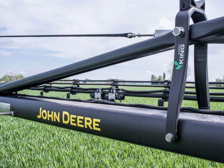 Du carbone pour la rampe du John Deere 4050i. Photo: John Deere