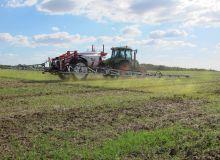 Les syndicats agricoles réagissent différemment face à l'arrêté et le décret parus le 29 décembre 2019 sur les modalités de zone de non traitement proche des riverains.
