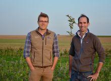 De gauche à droite : Nicolas Verschuere, co-fondateur de l'entreprise de conseil agronomique Soil Capital, et Chuck de Liedekerke, CEO et cofondateur de la société.
