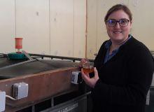 « Dans la solution, le pH et le RedOx, qui mesure la réactivité des espèces chimiques entre elles, sont mesurés quotidiennement pour contrôler les bonnes conditions de milieu aux micro-organismes anaérobies », note Claire Boisleux. Crédit photo : Claire B