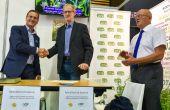 Les producteurs de luzerne et les apiculteurs de la Marne ont signé une convention lors de la foire de Châlons-en-Champagne.