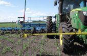 Pour améliorer la précision du binage, un kit d'autoguidage par caméra a été installé sur le tracteur en 2014. Ce système a été mis au point par le constructeur anglais Garford. Photo: R.Poissonnet