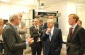 Le ministre a profité de sa venue pour visiter le laboratoire CGAC de la Scael. © A.Lambert/Pixel Image